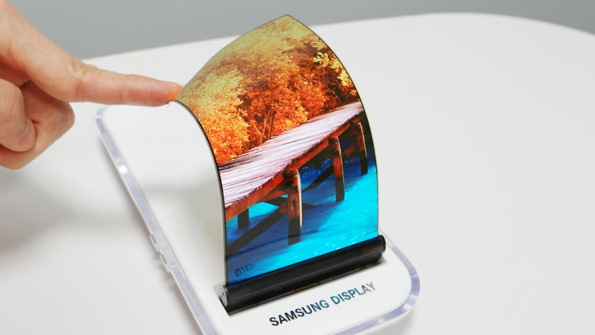 Samsung Electronics expected to release foldable smartphones in 2019 with flexible displays