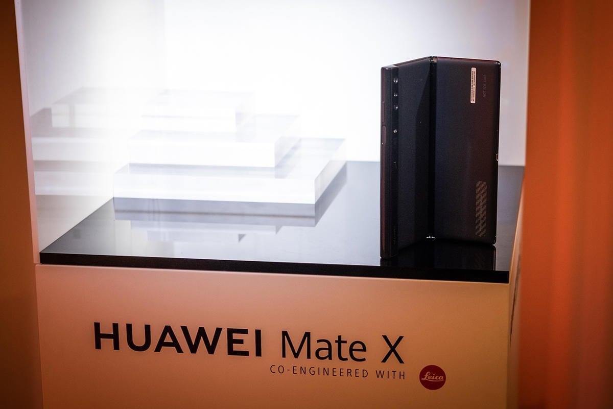 huawei mate x back