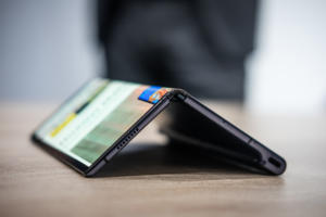 Huawei delays the launch of its $2,600 folding Mate X phone, surprising no one