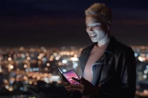 samsung video folding phone