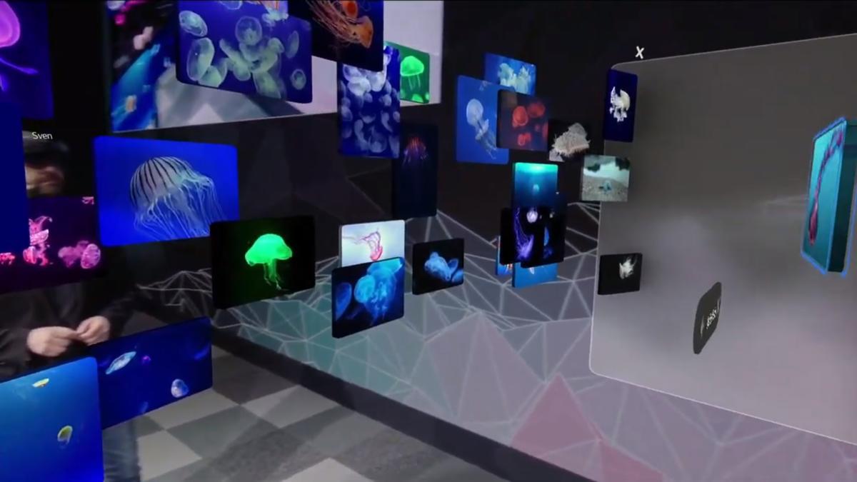 Microsoft HoloLens 2 spatial