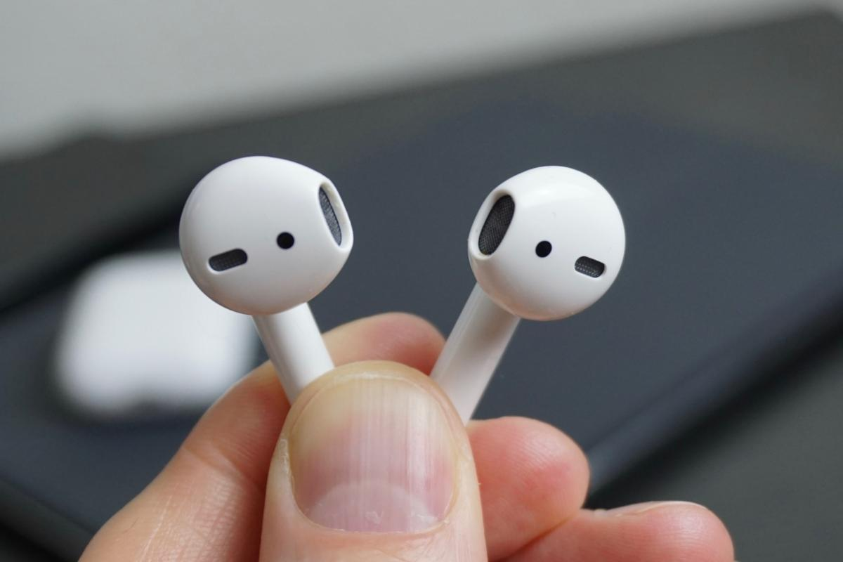 Microsoft Could Challenge Apple S Airpods With Wireless Surface Earbuds Pcworld