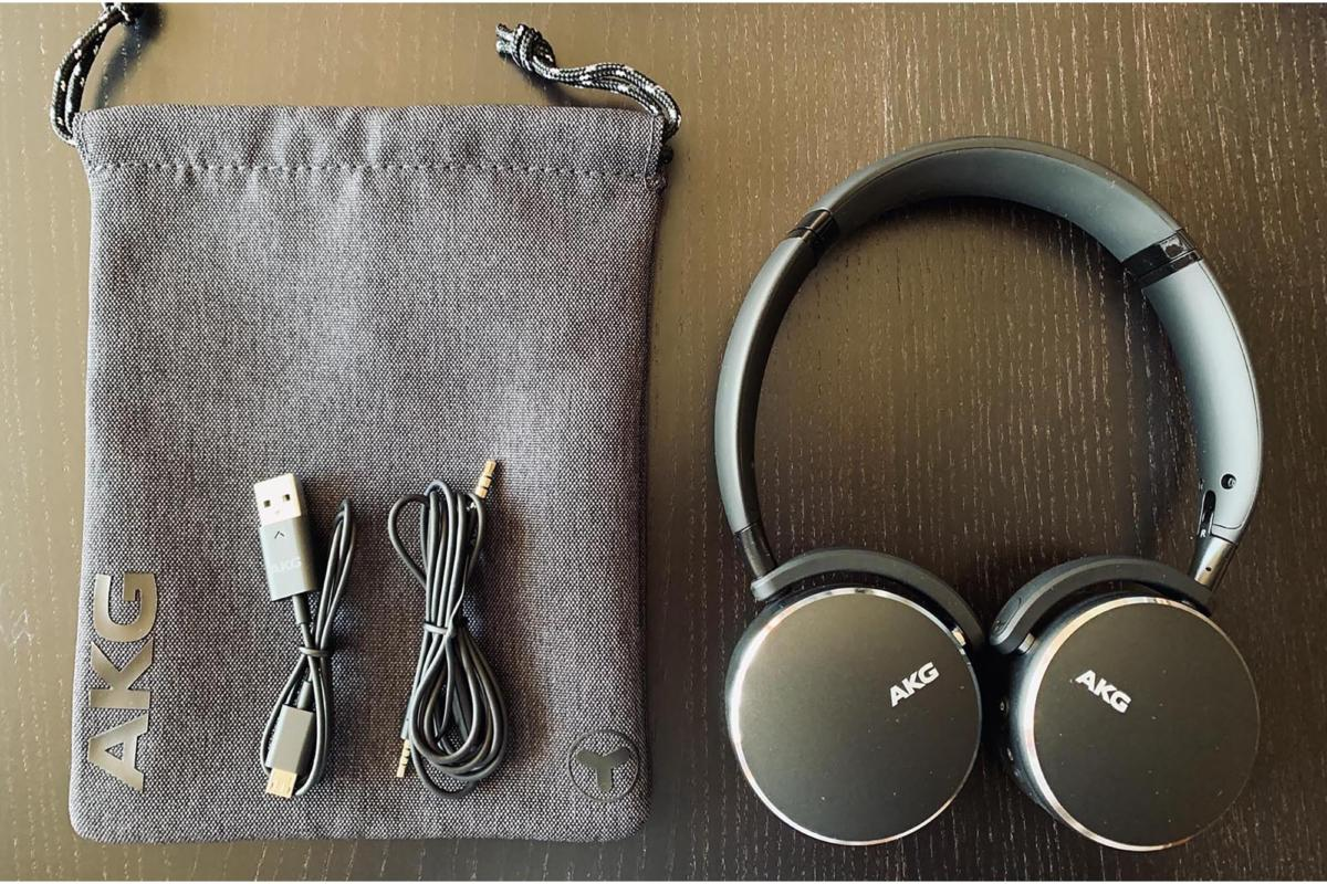 Standard accessories include a soft pouch, USB charging cable, and 3.5mm audio cable for wired conne