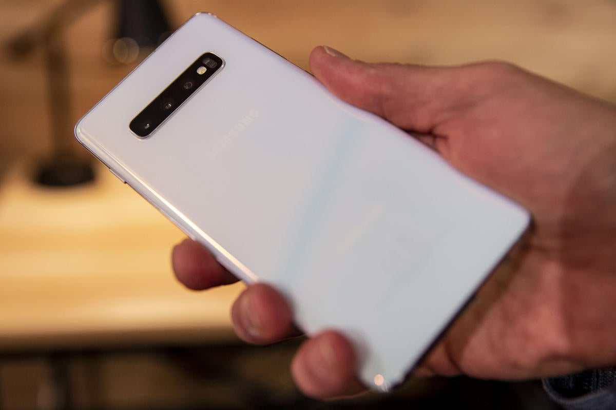 Samsung Galaxy S10+ review: The phone that goes higher