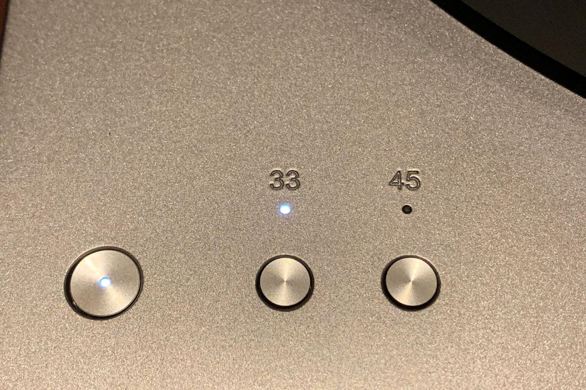 A small light lets you know the platter's current speed.