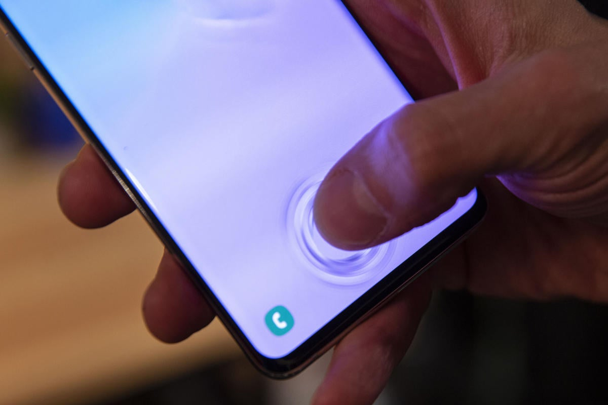 Fingerprint Scanner Face Off Samsung Galaxy S10 Vs Oneplus 6t Vs Galaxy S9 Vs Apple S Iphone