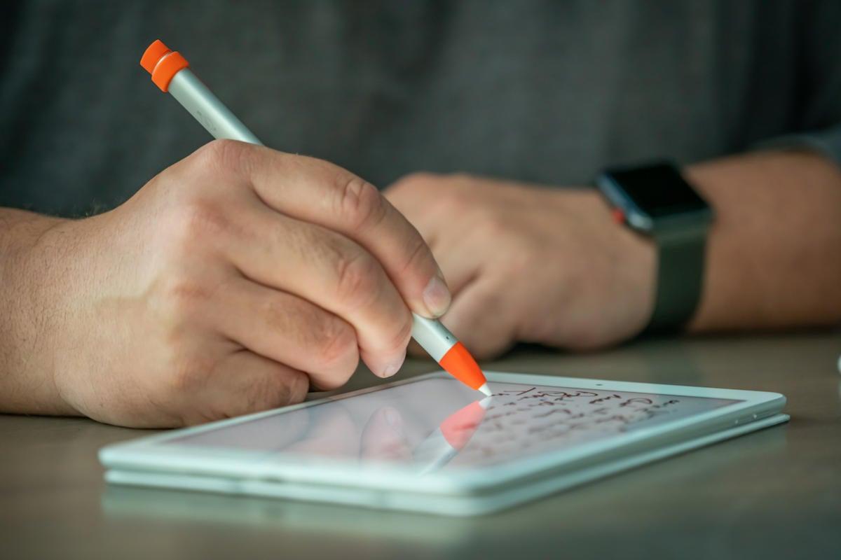 ipad mini logitech crayon