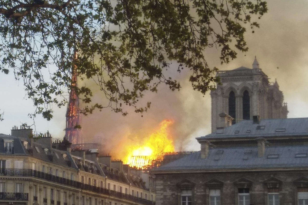 notre dame fire 2019 destruction blaze historic building paris france
