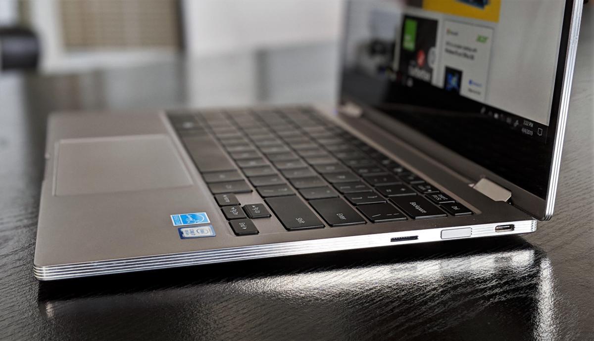 Samsung Notebook 9 Pro bên phải