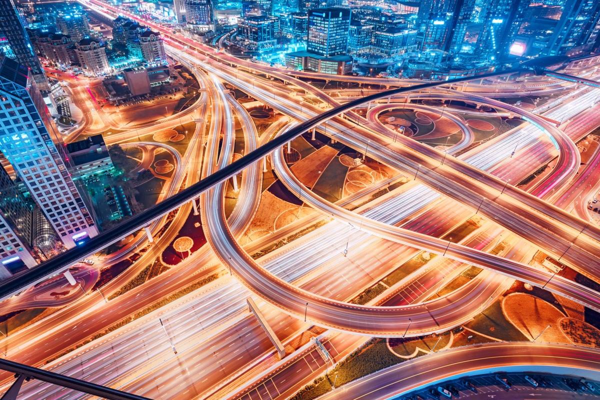 CIO | Middle East  >  UAE / United Arab Emirates  >  Dubai  >  Cityscape / traffic flow / lights