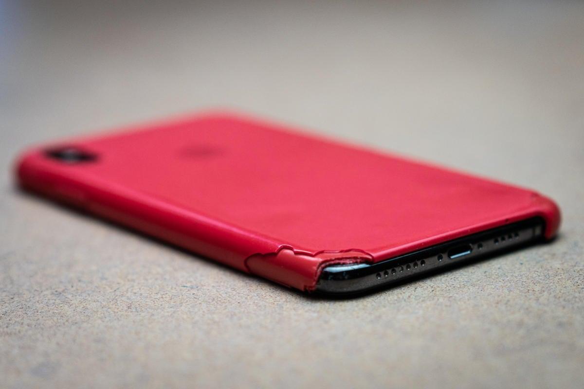 apple silicone iphone case broken