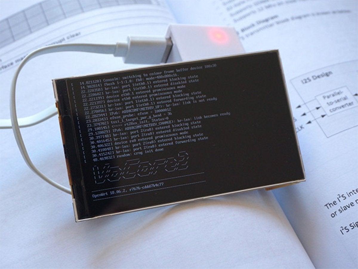 买这台带屏幕的硬币大小的Linux电脑只需69美元