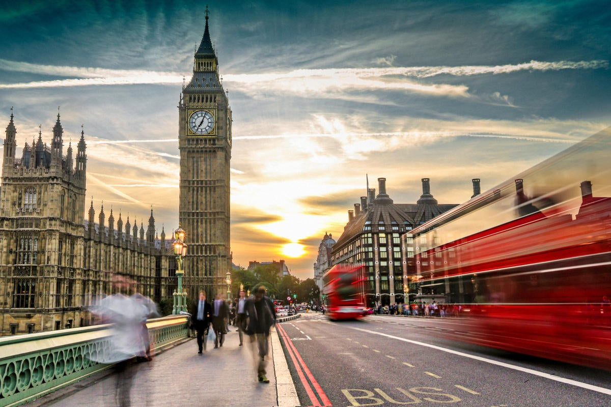 UK | United Kingdom  >  London  >  street / traffic / buses / pedestrians / Big Ben / Parliament