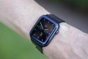 apple watch series 5 wearing