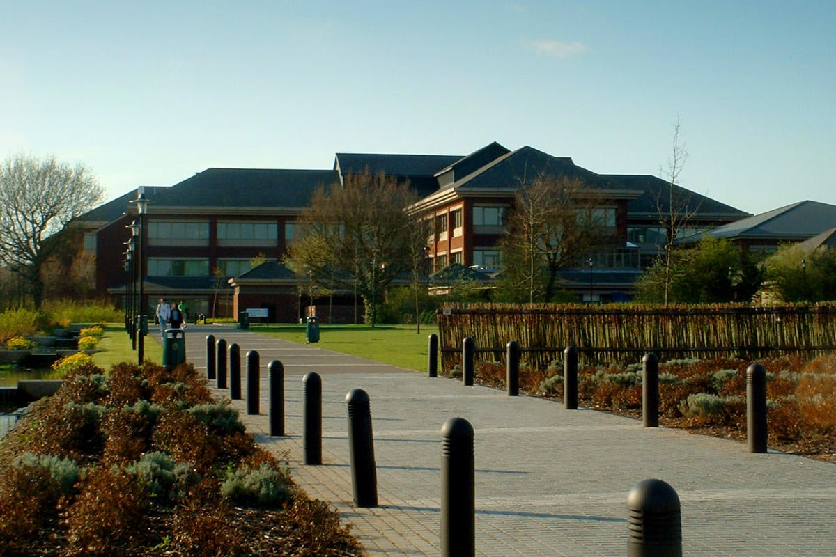 United Kingdom > Coventry > University of Warwick > University House/administration, learning center