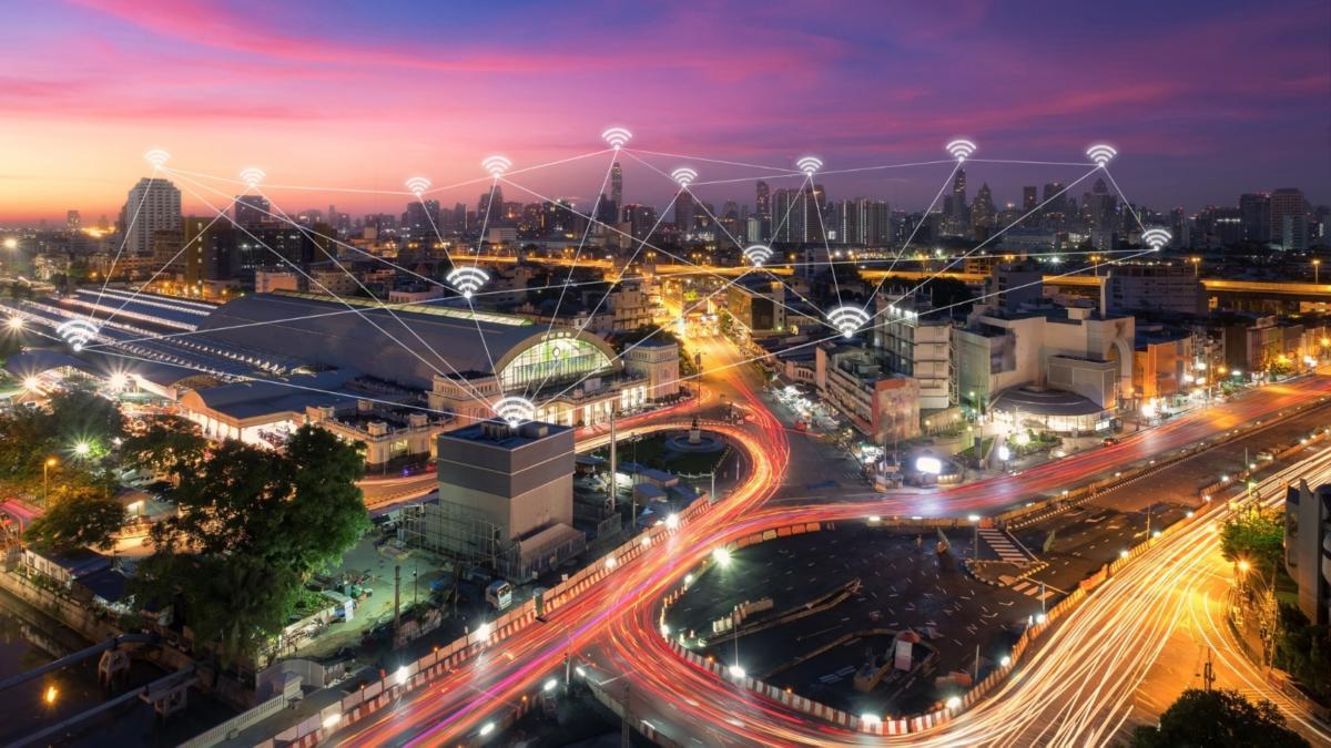 wireless communication network in big city concept iot ict picture id1026969404