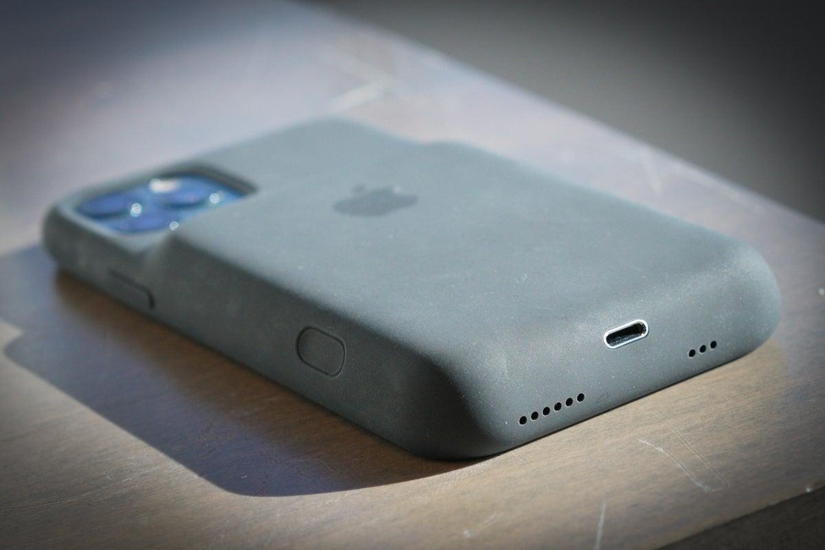 iphone 11 pro smart battery case port