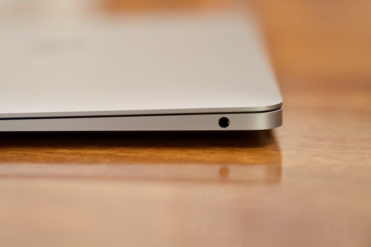 macbook air 2020 headphone