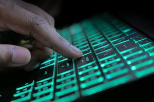 Molerats APT renews phishing attack against Middle Eastern governments
