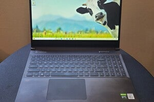 Gateway GWTN156-3BK review: A gaming laptop that lives a bit too loud