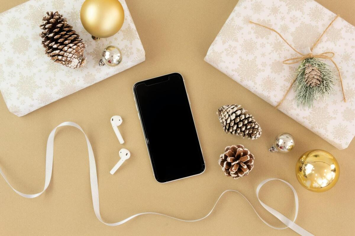 eBay Headphones and Earbuds Holiday Gift Guide