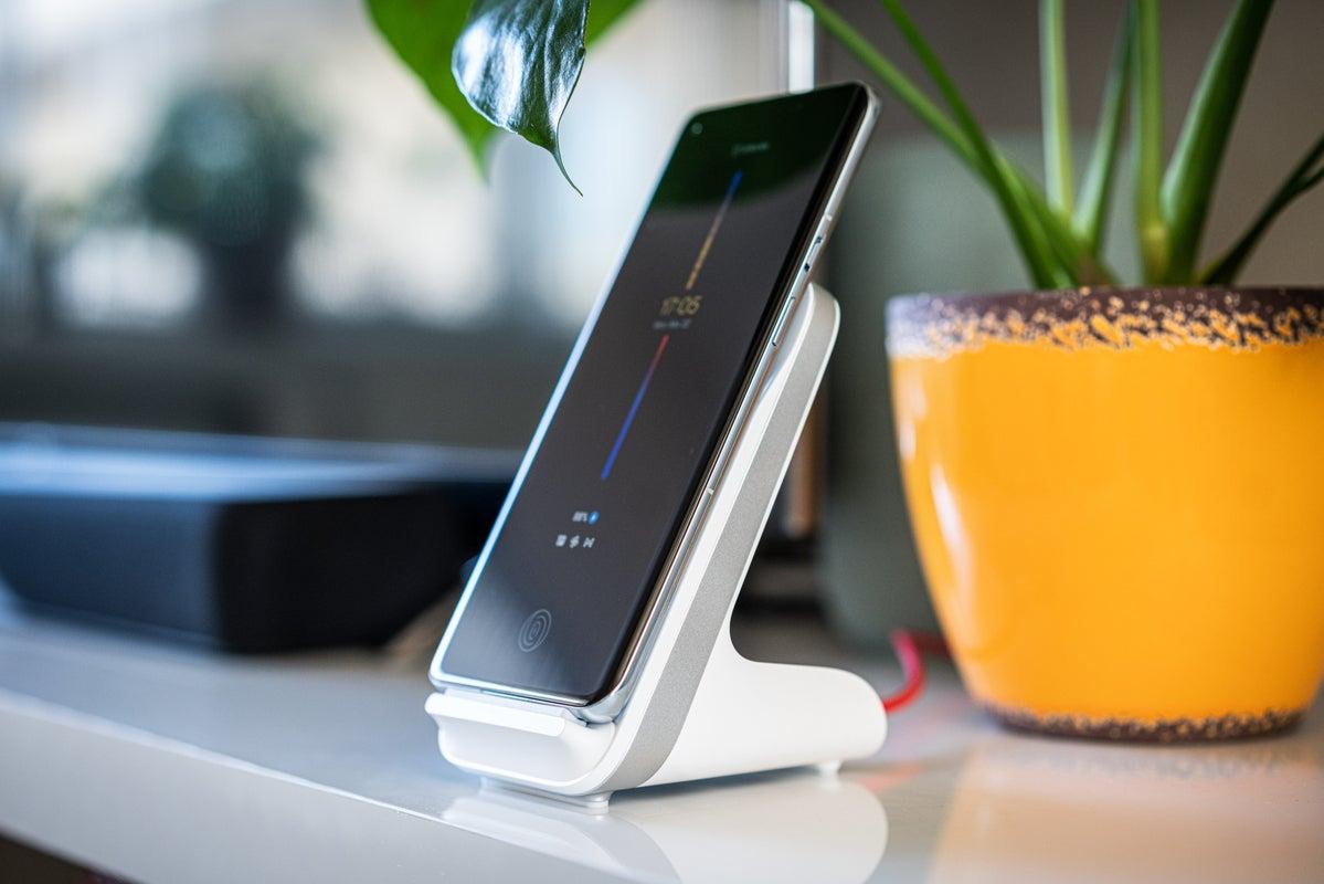 OnePlus 9 Pro & Warp 50 Wireless Charger