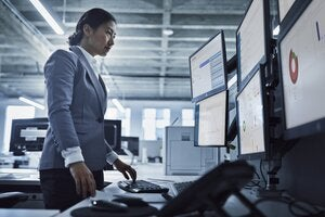 How Predictive Analytics Helps Minimize Device Downtime and Keep Users Productive
