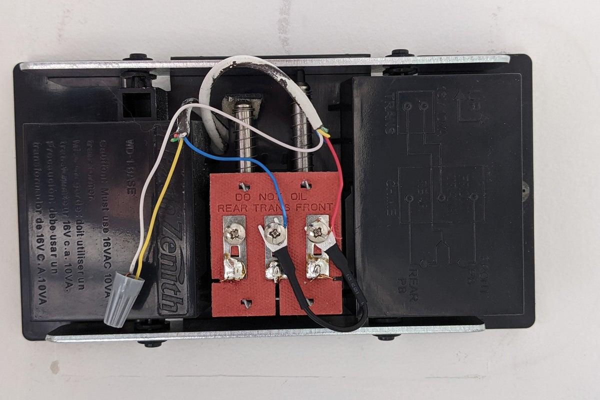 ring video doorbell jumper installed on chime