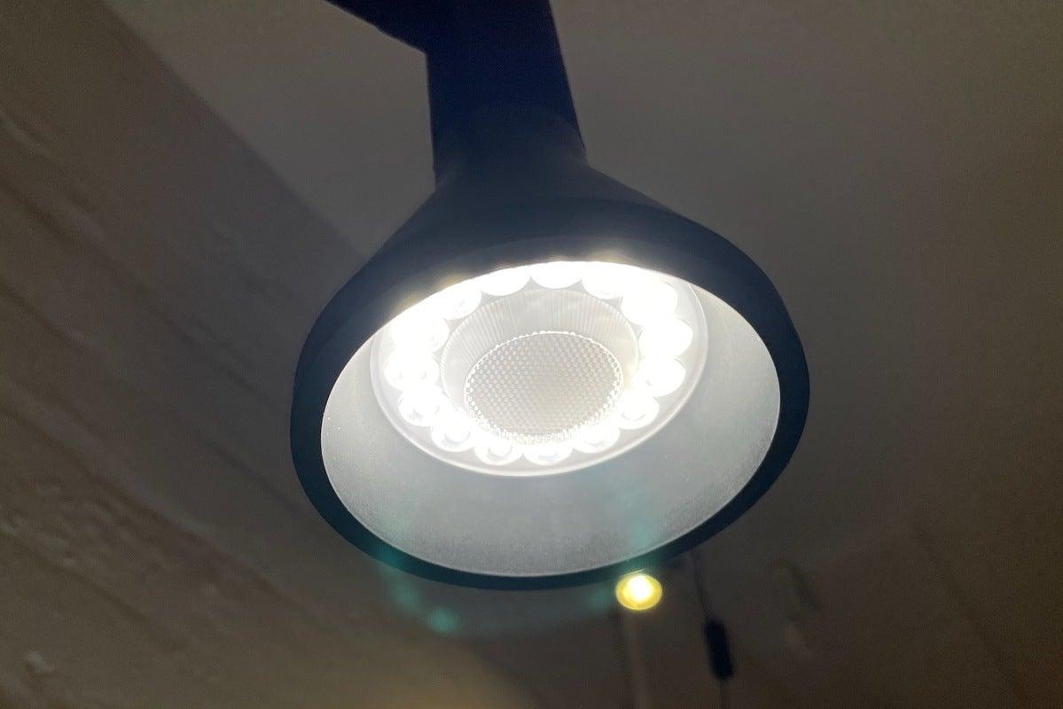 لنز کف wyze لامپ par30 با لامپ