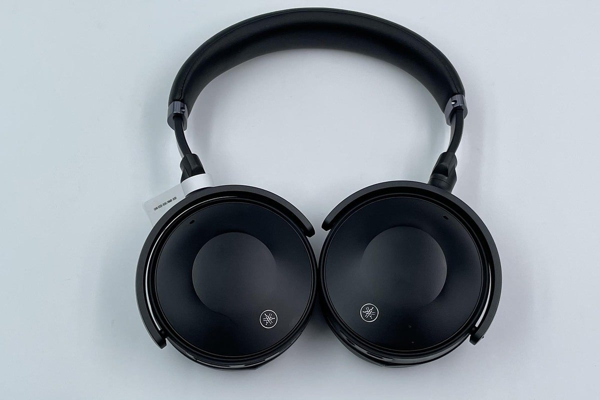 The Yamaha YH-E700A headphones feature a mushroom-shaped headband that exerted some pressure on the