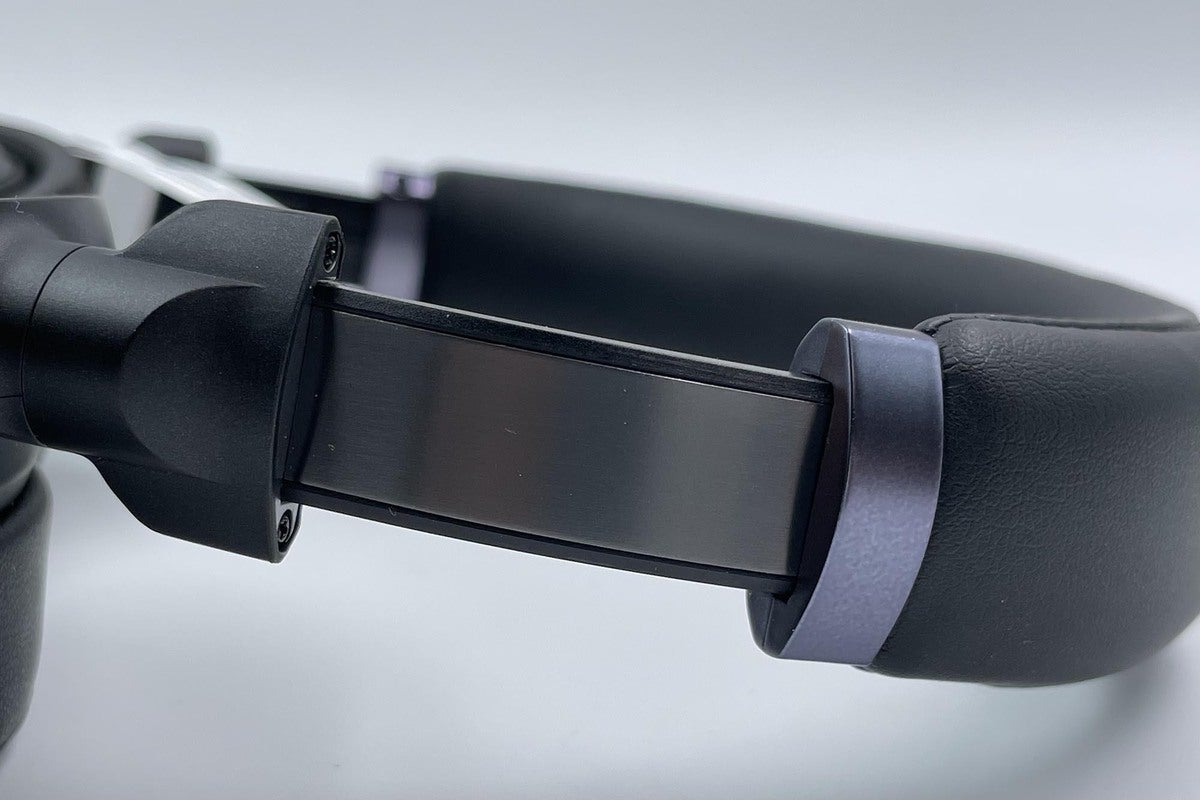The plastic headband is inlaid with a brushed aluminum band that should provide extra durability.