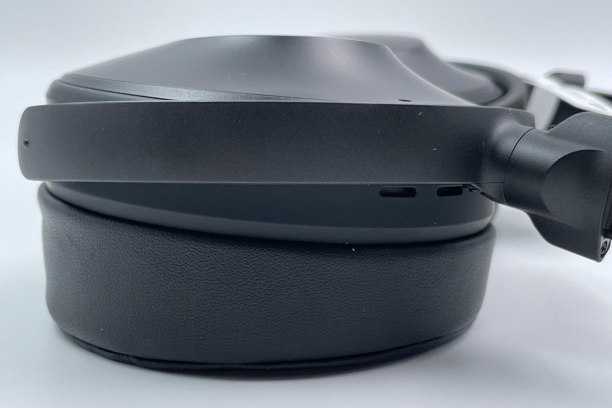 It's easy to see the Yamaha's tapered earcups. The tapered earcups provide a comfortable, solid seal
