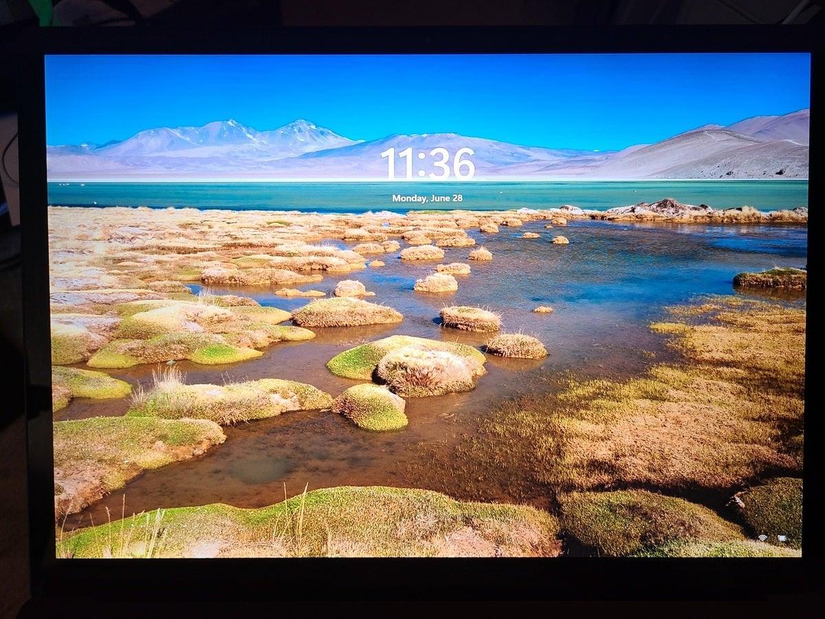 microsoft windows 11 lock screen hands on