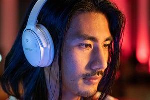 Bose QuietComfort 45 ANC headphone in white smoke