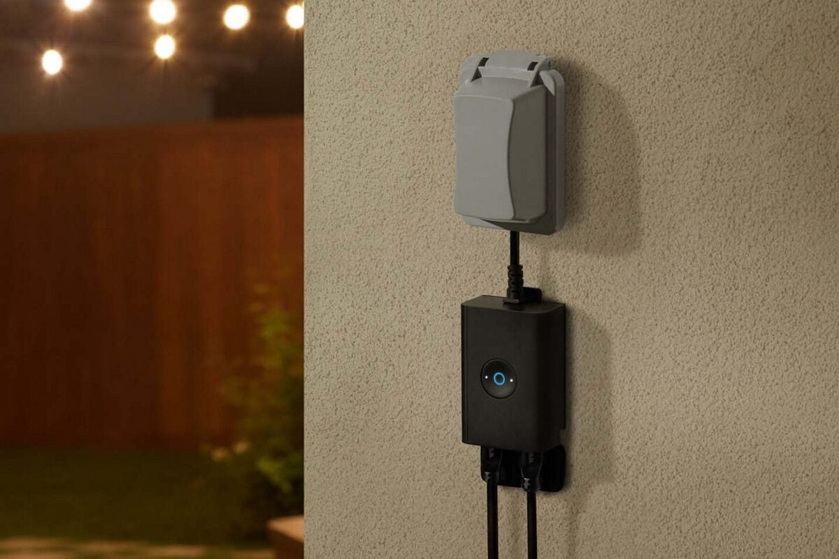 outdoor_smart_plug_lifestyle-100899050-l