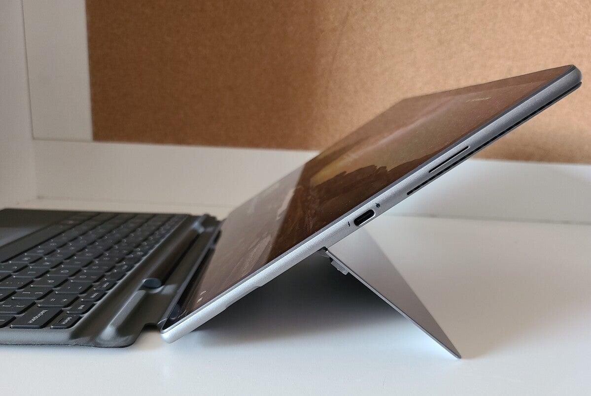 Dell Latitude 7320 Detachable right side