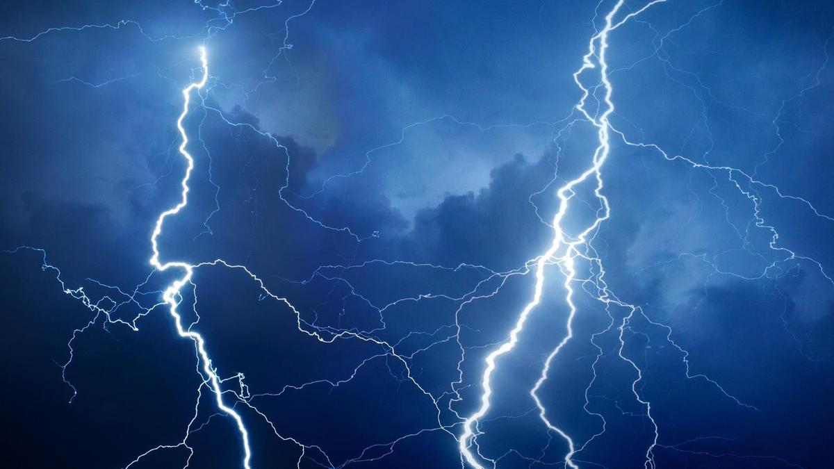 Lightning strikes Amazon and Microsoft data centres