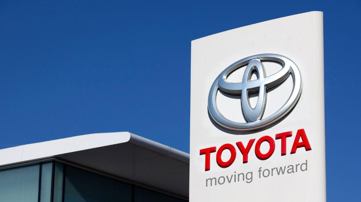 Toyota turns to blockchain for driverless car insurance data
